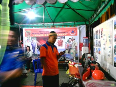 Petugas Badan Penanggulangan Bencana Daerah Samarinda