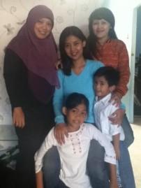 Bersama keluarga Mbak Erry