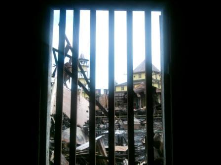 Masjid dari balik jendela